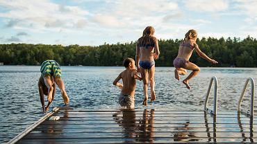 Kiedy są wakacje? Dni pozostało niewiele, a letnie wolne przywita dzieci falą upałów