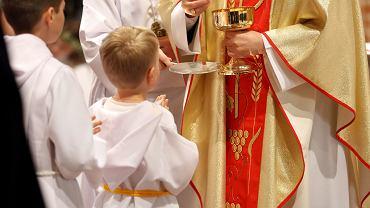 Ksiądz podliczył komunię. Kto ile dał opublikował na stronie parafii
