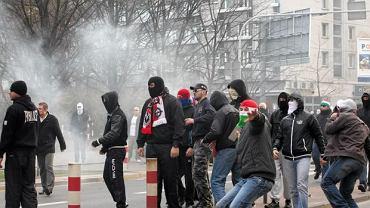 Marsz Niepodległości. ONR idzie pod rondo Daszyńskiego