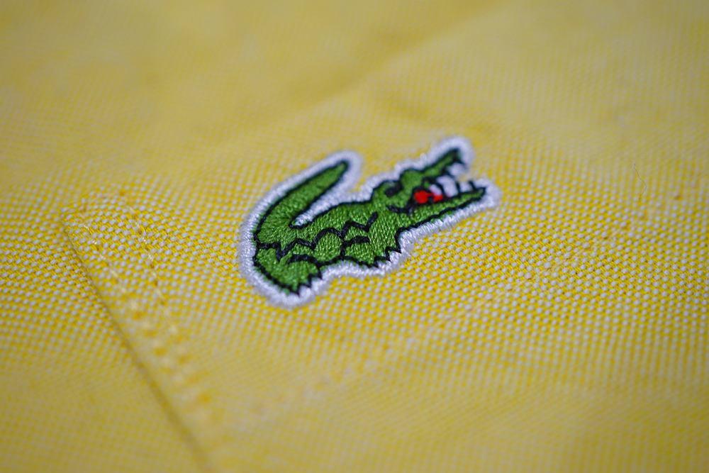Zielony krokodyl znika z koszulki polo Lacoste - w szczytnym celu
