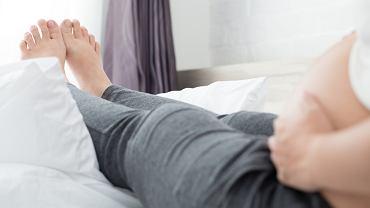 Skąd się biorą obrzęki w ciąży, jak sobie z nimi radzić oraz kiedy iść do lekarza?