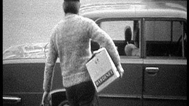 Nagrany ukrytą kamerą jeden z marynarzy, który kupił w Baltonie karton brandy