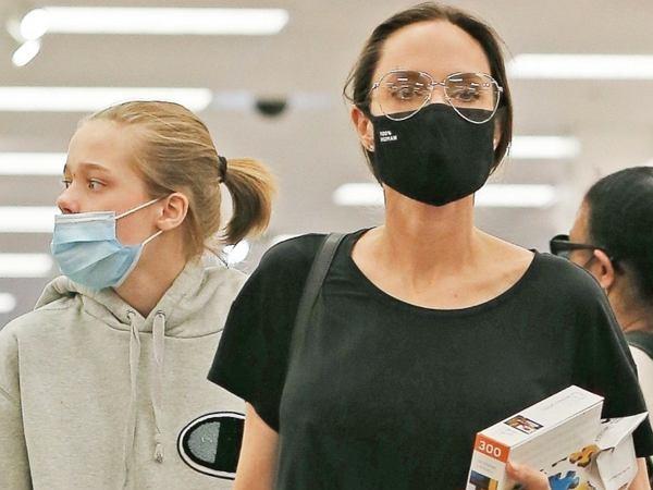 Angelina Jolie zabrała dzieci na zakupy do supermarketu. Takie zdjęcia gwiazdy to rzadkość. Mogą być jej bronią w sądzie