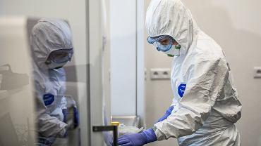 Pandemia koronawirusa. Laboratorium Uniwersytetu Medycznego, które przeprowadza testy na obecność koronawirusa. Lublin, 17 kwietnia 2020