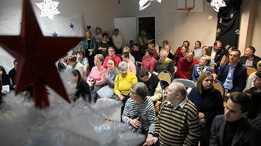 Przekazanie czeku od Fabryki Świętego Mikołaja dla Środowiskowego Domu Samopomocy Ostoja