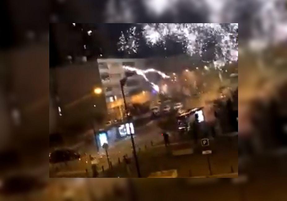 Francja. Atak na komisariat policji. Napastnicy ostrzelali budynek fajerwerkami