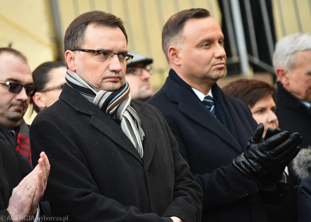 Sędziowie krakowskiej apelacji przyjęli uchwałę. Krytyka pod adresem Andrzeja Dudy i Zbigniewa Ziobry