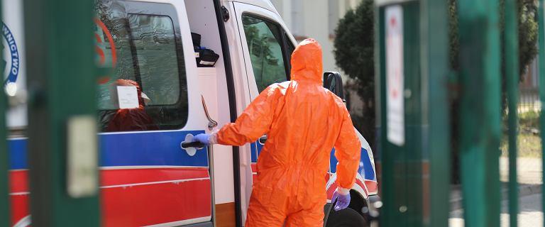 Karetki z pacjentami z podejrzeniem COVID-19 czekały 6 godz. pod szpitalem