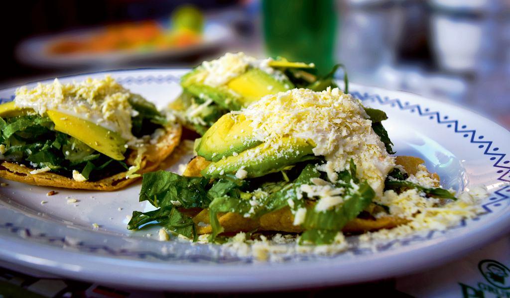 Tacos zawokado, serem iopuncją