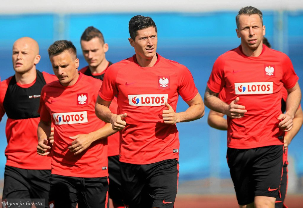 Sławomir Peszko (drugi z lewej) i Jakub Wawrzyniak (pierwszy z prawej) podczas treningu w La Baule