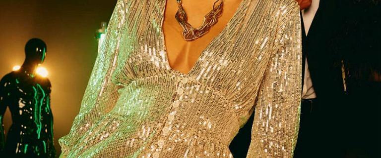 Eleganckie sukienki z sieciówki. Zobacz, którą warto kupić, aby wyglądać pięknie w święta