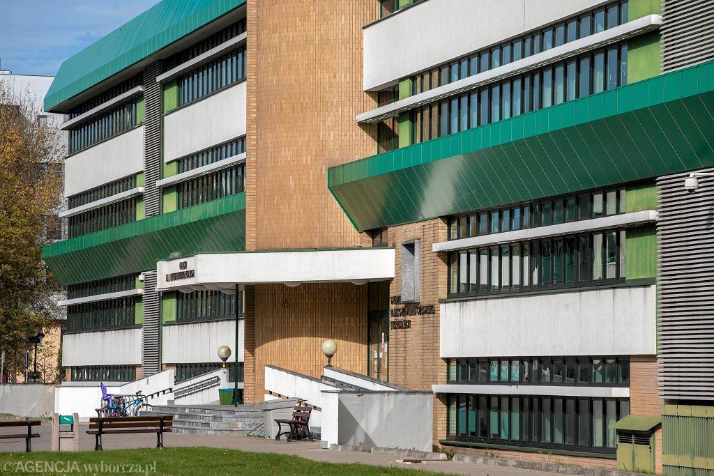 Jeden u uczelnianych budynków w kampusie SGGW