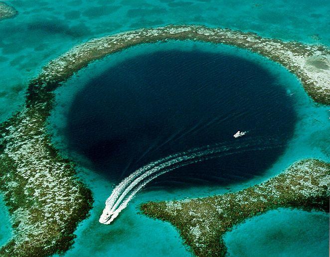Morski lej krasowy Great Blue Hole