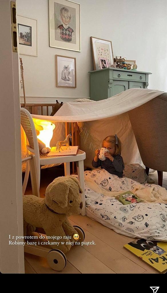 Kasia Tusk bawi się z córką. Zbudowały przytulną bazę 'Z powrotem do raju'