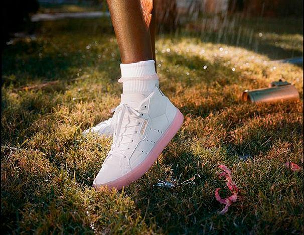 171a0d01ee988 adidas Originals wprowadza nowy kobiecy model butów: Sleek pasują do spodni  i sukienek