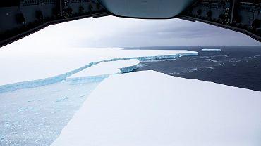 Antarktyczna góra lodowa A68A, zdjęcie z 15 grudnia 2020 r.