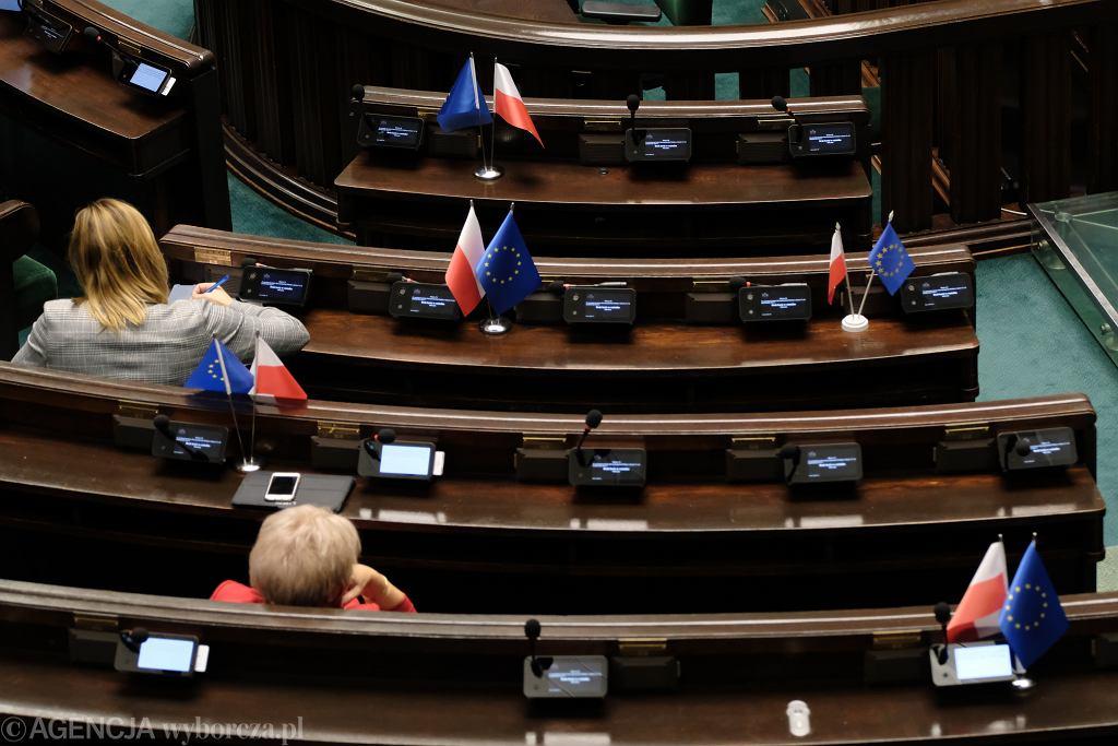 Padł system - przerwano głosowania w Sejmie. Niektórzy podejrzewają, że został wyłączony celowo. 39. posiedzenie Sejmu IX kadencji, Warszawa, 13 października 2021