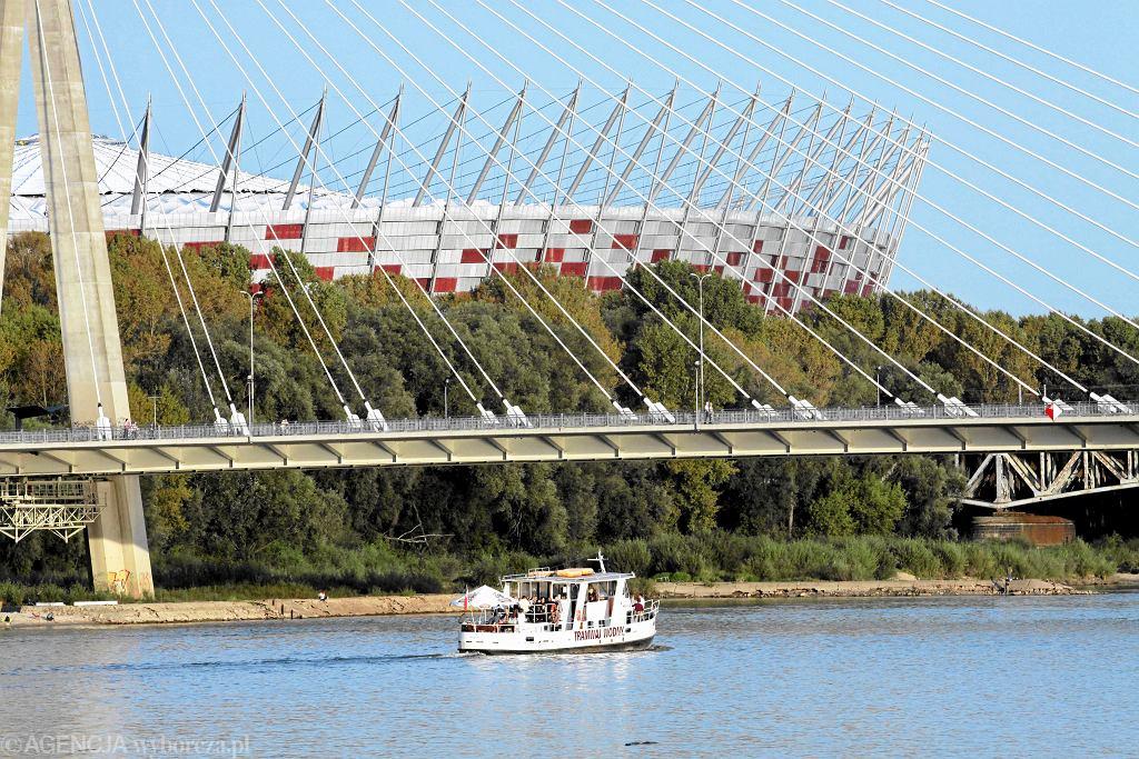 Most Świętokrzyski w  Warszawie. Za nim  - Stadion Narodowy. Most otwarto w październiku 2000 r.  / Fot. Wojciech Surdziel / Agencja Gazeta