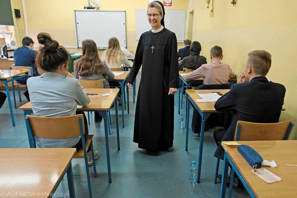 Egzamin gimnazjalny w szkole przy ul. Ściegiennego w Poznaniu podczas strajku nauczycieli