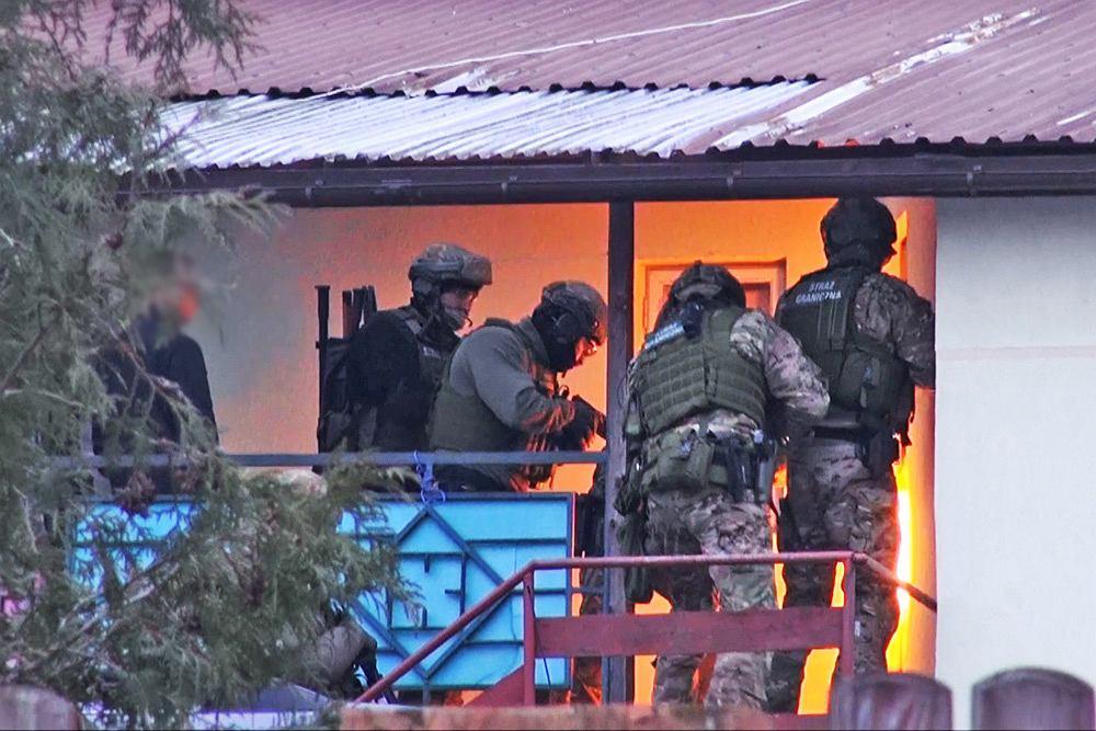 Funkcjonariusze rozbili grupę przestępczą zajmującą się przemytem ludzi