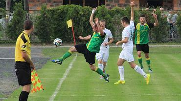 Skalnik Gracze (zielone koszulki) w meczu z LZS-em Przywory zdobył aż osiem bramek