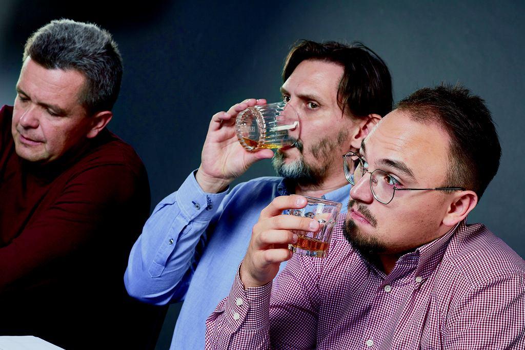 Marek i Krzysiek brazylijski wynalazek przyrównali do syropku na kaszel i galaretki owocowej. BB lepiej sprawdza się w drinkach.