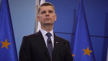 Dariusz Piontkowski ogłosił, jakie wynagrodzenie należy się nauczycielom w trakcie przerwy w szkołach wywołanej koronawirusem