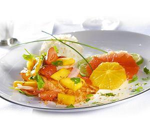 Łosoś z czerwonym sosem curry