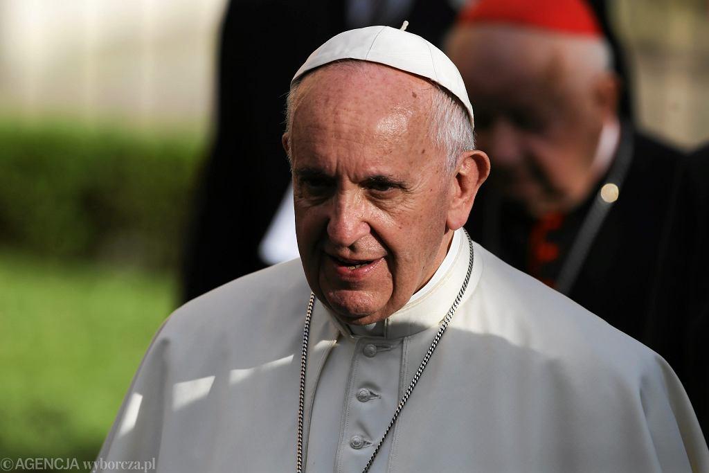 Papież Franciszek przyjął rezygnację argentyńskiego biskupa. Był oskarżany o tuszowanie pedofilii