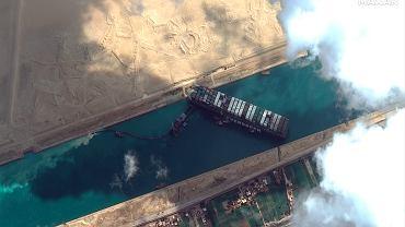 Kanał Sueski zablokowany. W sobotę będą podejmowane dalsze próby przesunięcia statku