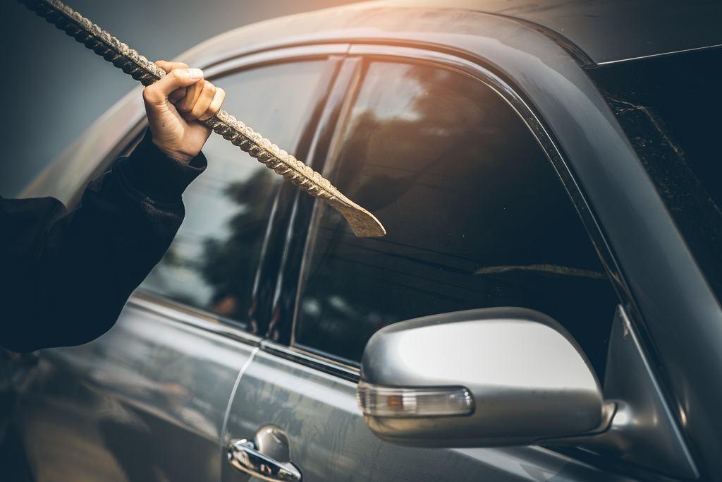 Kradzież auta to wciąż dość powszechny proceder w Polsce. Zdjęcie ilustracyjne, Chayantorn Tongmorn/shutterstock.com