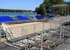 Siatkarski stadion nad jeziorem Ukiel ma już krzesełka