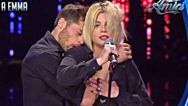 Emma Marrone i 'molestujący' ją tancerz