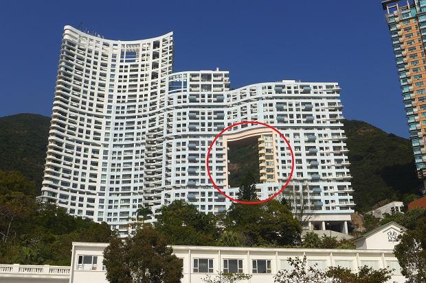 """Dlaczego niektóre budynki w Azji są """"dziurawe""""? Wszystko z powodu... smoków [WYJAŚNIAMY]"""
