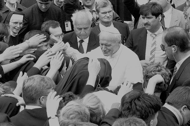 Jan Paweł II podczas pielgrzymki do Polski w 1991 roku