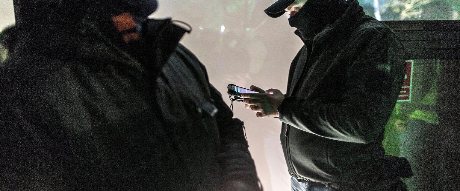 Policjanci, którzy nie przeszli szkoły praktycznej, a jedynie naczytali się podręczników, mogą w zaskakującej sytuacji po prostu zgłupieć. (Celejewski)