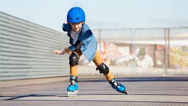 Rolki dla dzieci powinno się wybierać w oparciu o konkretne parametry, wśród których najbardziej istotne jest dopasowanie odpowiedniego modelu do umiejętności dziecka.