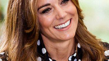 Księżna Kate w sukience za prawie 8 tysięcy złotych zaprezentowała nową fryzurę. Rozjaśniła włosy i je wycieniowała