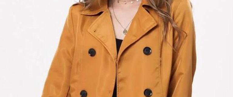 Lekkie płaszcze na wakacyjną niepogodę! Modele, które również sprawdzą się jesienią
