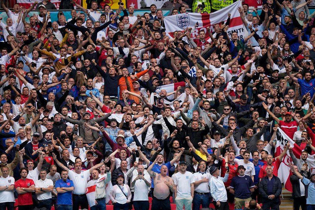 Britain Fans Return Photo Gallery