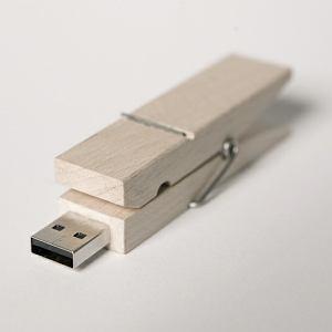 Marka Poorex to projekty pełne humoru, jak spinacz do bielizny z pamięcią USB