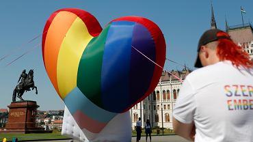 Węgry. W życie wchodzi homofobiczna ustawa
