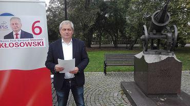 Wybory parlamentarne 2019. Sławomir Kłosowski z PiS pod pomnikiem upamiętniającym obronę województwa opolskiego.