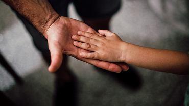 Księża pedofile często osaczają zranione dzieci
