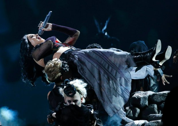 "Katy Perry performs ""Dark Horse"" at the 56th annual Grammy Awards in Los Angeles, California January 26, 2014.    REUTERS/Mario Anzuoni (UNITED STATES  - Tags: ENTERTAINMENT)  (GRAMMYS-SHOW)"