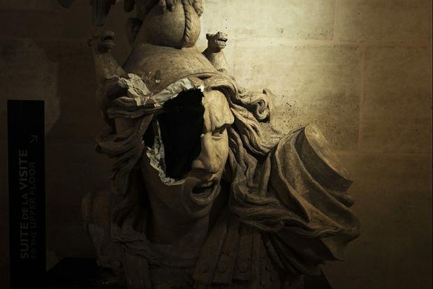 Rozbite popiersie Marianny w Łuku Triumfalnym