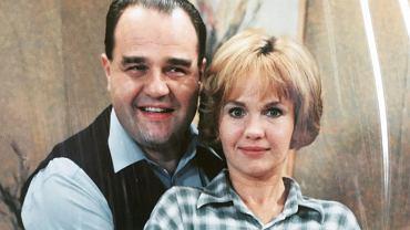 Agnieszka Pilaszewska była gwiazdą 'Miodowych lat' - jednego z najśmieszniejszych polskich seriali sprzed 20 lat. Teraz ma 52 lata. Czy jest równie piękna, co kiedyś? Zobaczcie, jak wygląda na najnowszych zdjęciach.