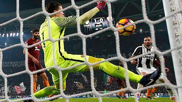 Wojciech Szczęsny ratuje drużynę w ligowym hicie z Juventusem