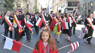 Nowojorska Polonia podczas parady Pułaskiego w 2014 roku.