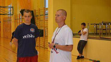 Karol Gutkowski (trener UTH Rosa) z lewej strony